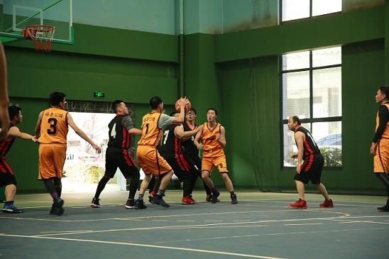 """皓泰公路""""青年杯"""" 篮球赛一胜两负1.jpg"""