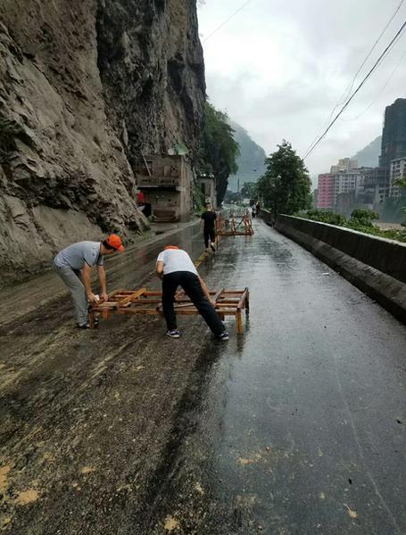 盐津公路分局全员投入抢水毁保通战3.png